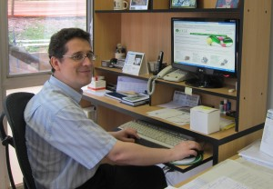 dr-humberto-ferraz-at-his-desk-university-of-sao-paulo_lrg